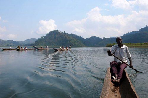 Canoe on Lake Mutanda in Bwindi Impenetrable NP